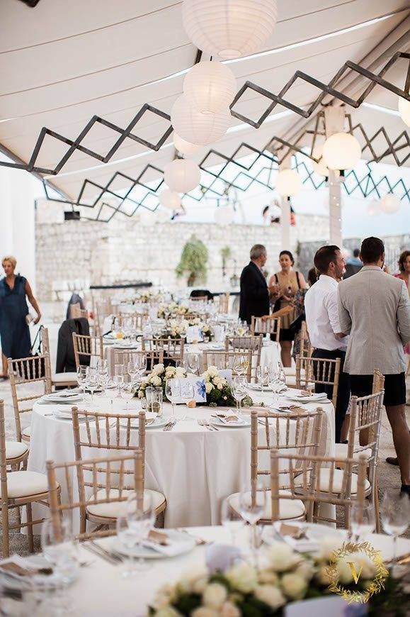 beautiful-beige-tones-on-a-fortress-wedding-in-Hvar