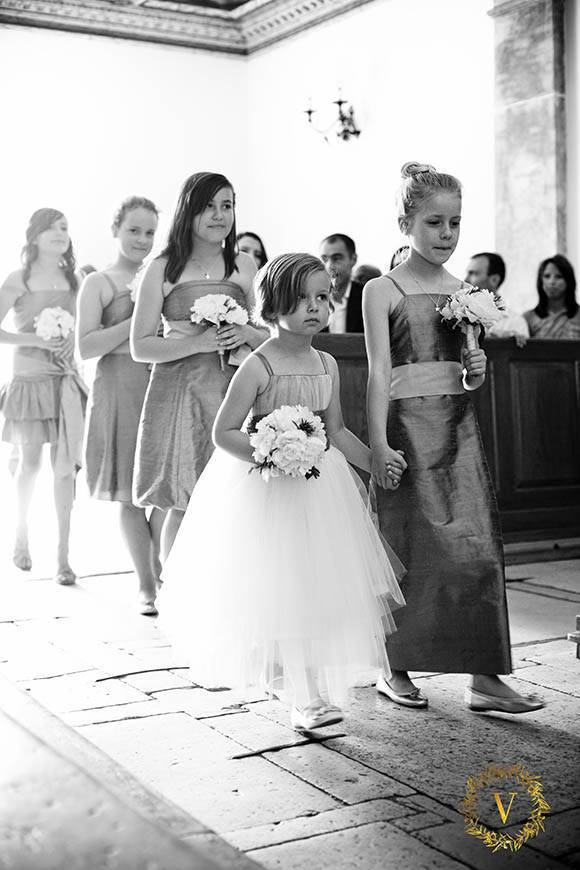 beautiful-flowergirls-in-the-dominican-monastery-in-Bol