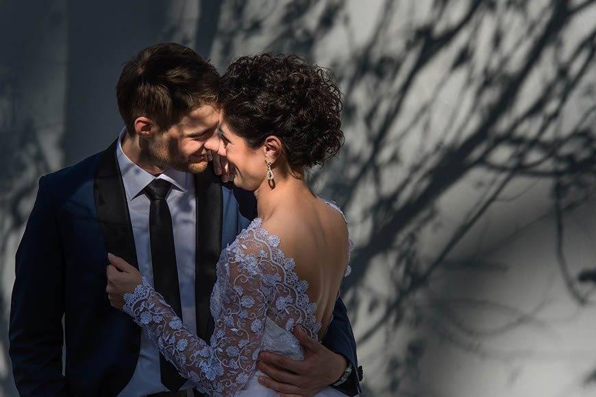 bride-and-groom-kiss-in-dubrovnik-croatia