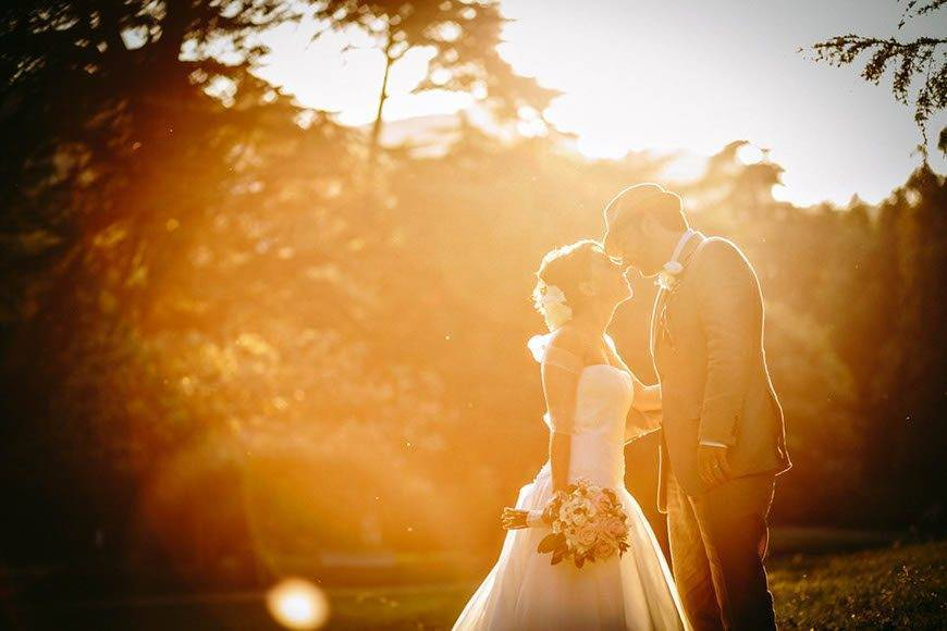 bride groom italy wedding flare sun - Luxury Wedding Gallery