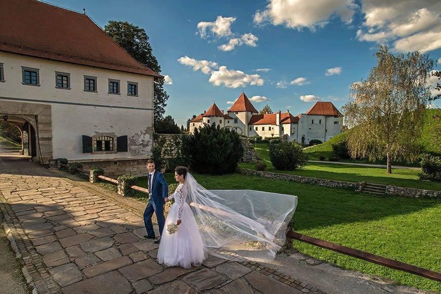 bride-groom-walking-varazdin-croatia