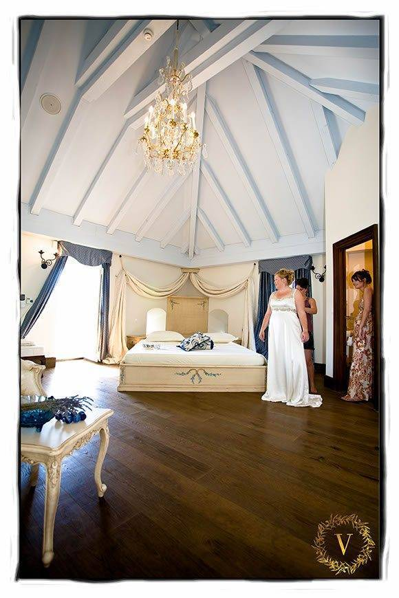 getting-ready-in-luxury-suite-on-Solte-island-wedding