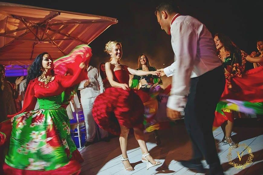 gipsy dancers heating up the dance floor - Luxury Wedding Gallery