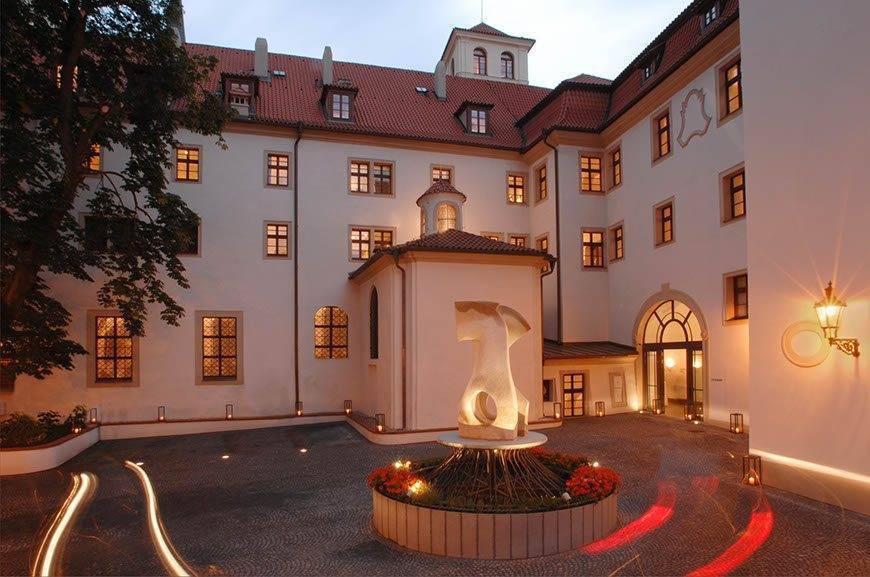 lux4310ag 168486 Courtyard - Luxury Wedding Gallery