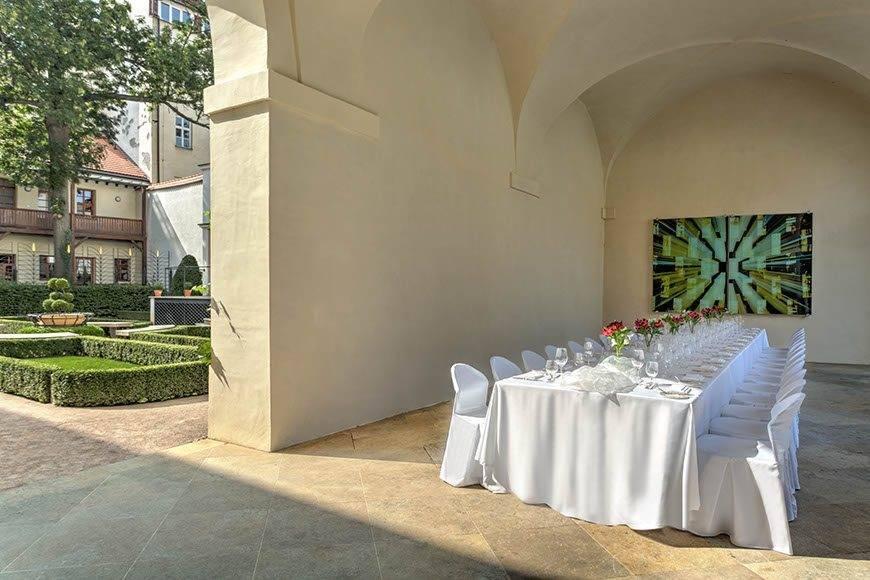 lux4310ag 179416 Arcades and Sundial Garden - Luxury Wedding Gallery