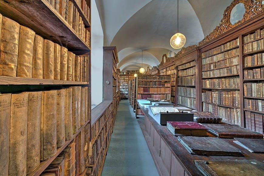 lux4310ag 179439 Monastery library - Luxury Wedding Gallery