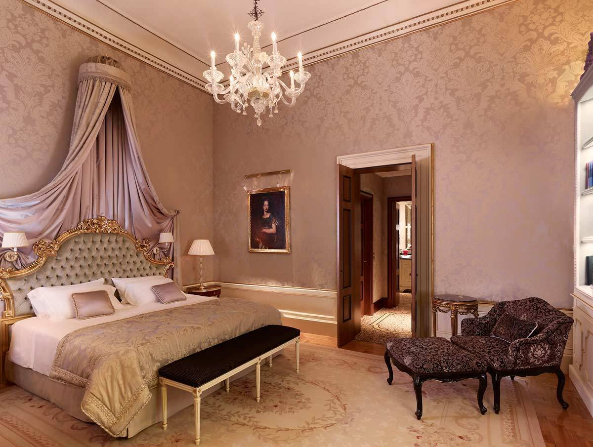 lux72gr-123590-Signature-Suite-Bedroom