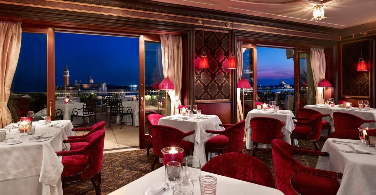 lux72re-115704-Restaurant-Terrazza-Danieli-in-the-evening
