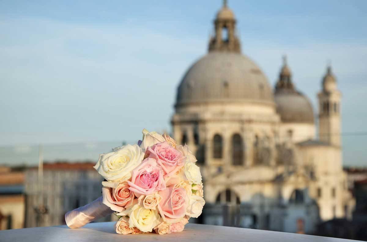lux73ed 168371 Wedding bouquet detail - Luxury Wedding Gallery