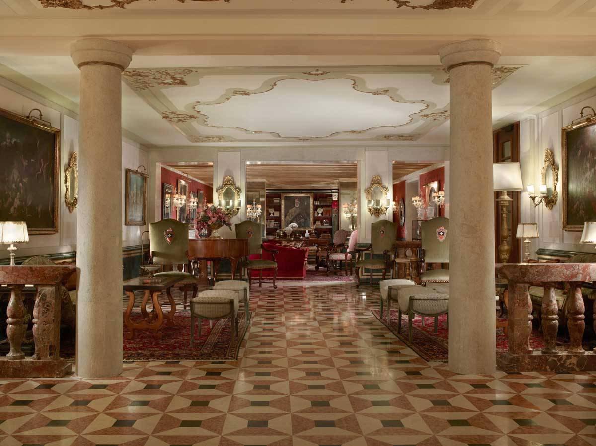 lux73lo 135459 Entrance Hall - Luxury Wedding Gallery