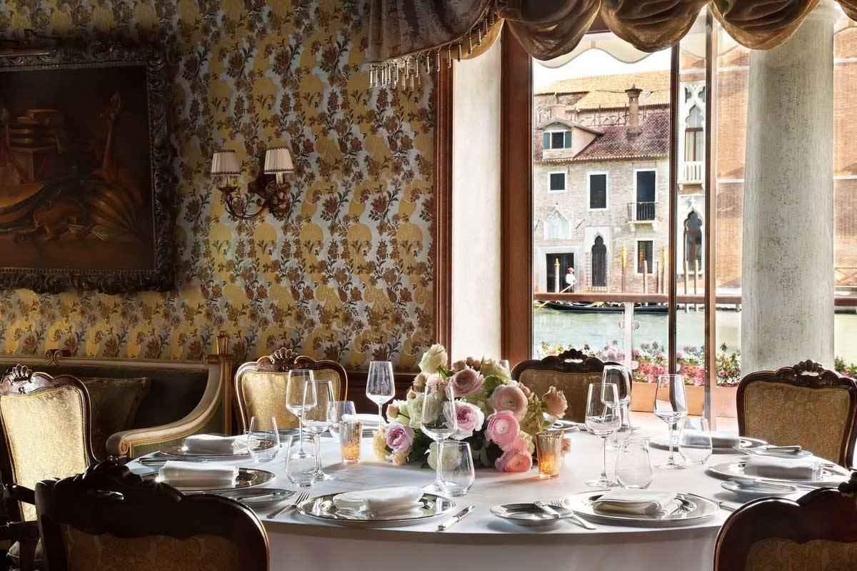 lux73re 168369 Club del Doge Restaurant Intimate Wedding setup - Luxury Wedding Gallery