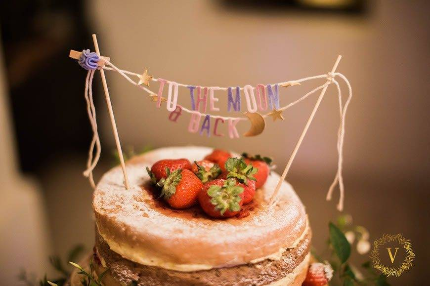 nude-wedding-cake-with-forrest-fruit