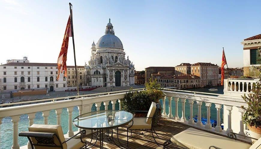 wes75gr 115924 Deluxe Terrace Suite Palazzo Regina - Luxury Wedding Gallery