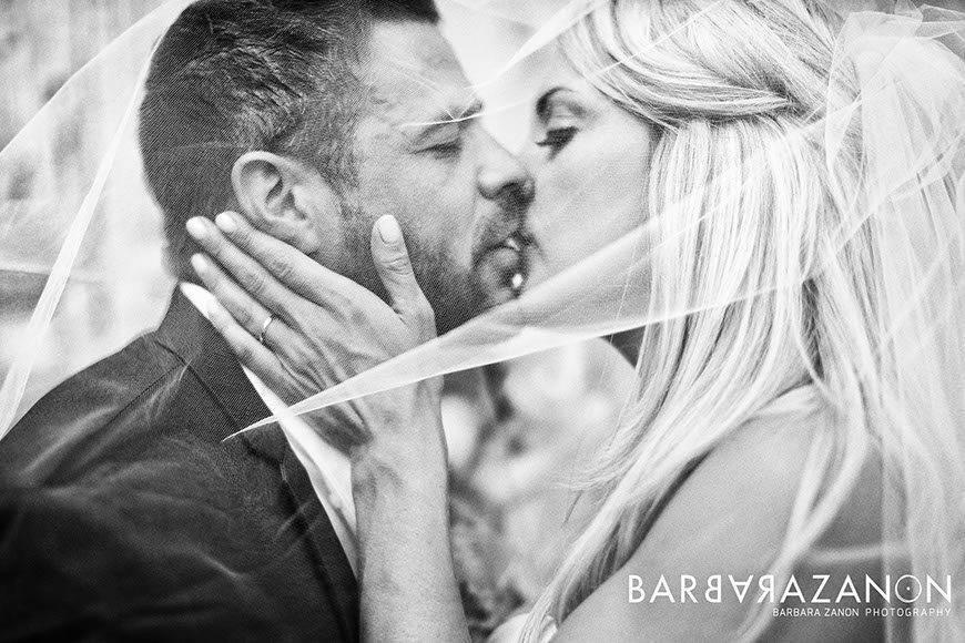 love_kiss_wedding_photographer