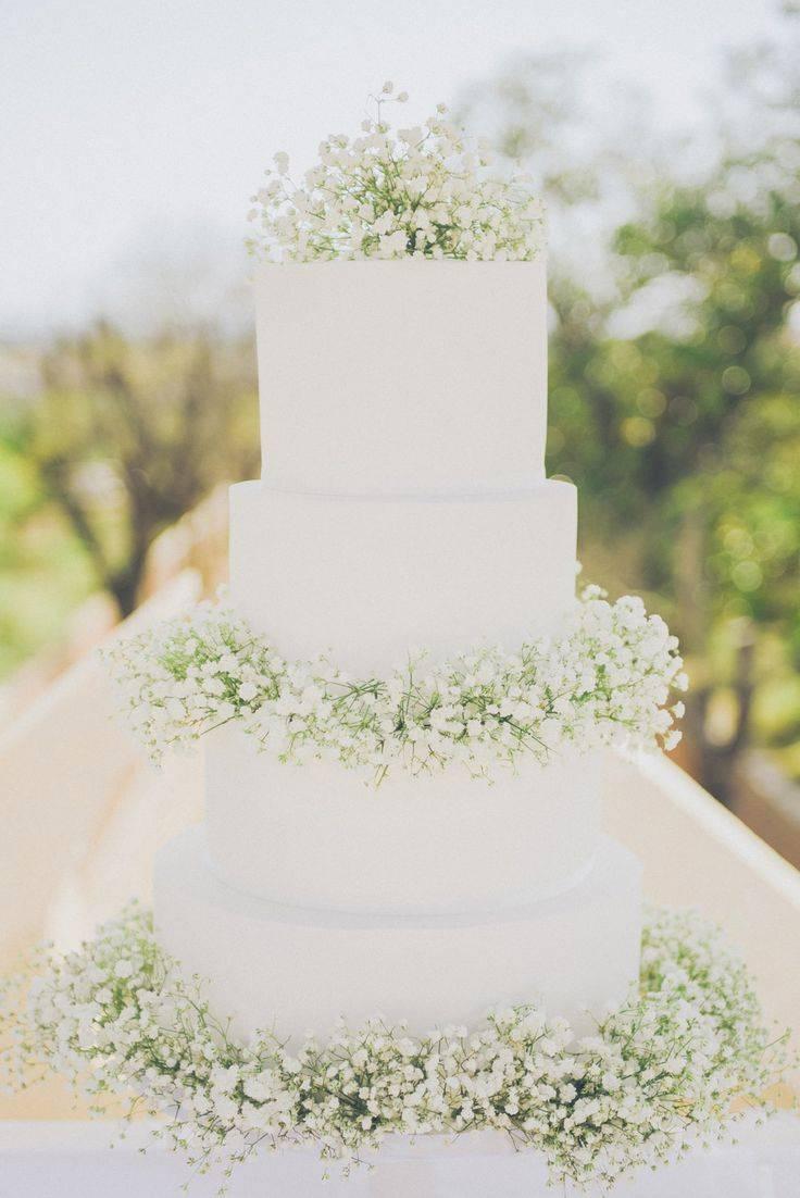 Sleek and stylish - a pure white cake