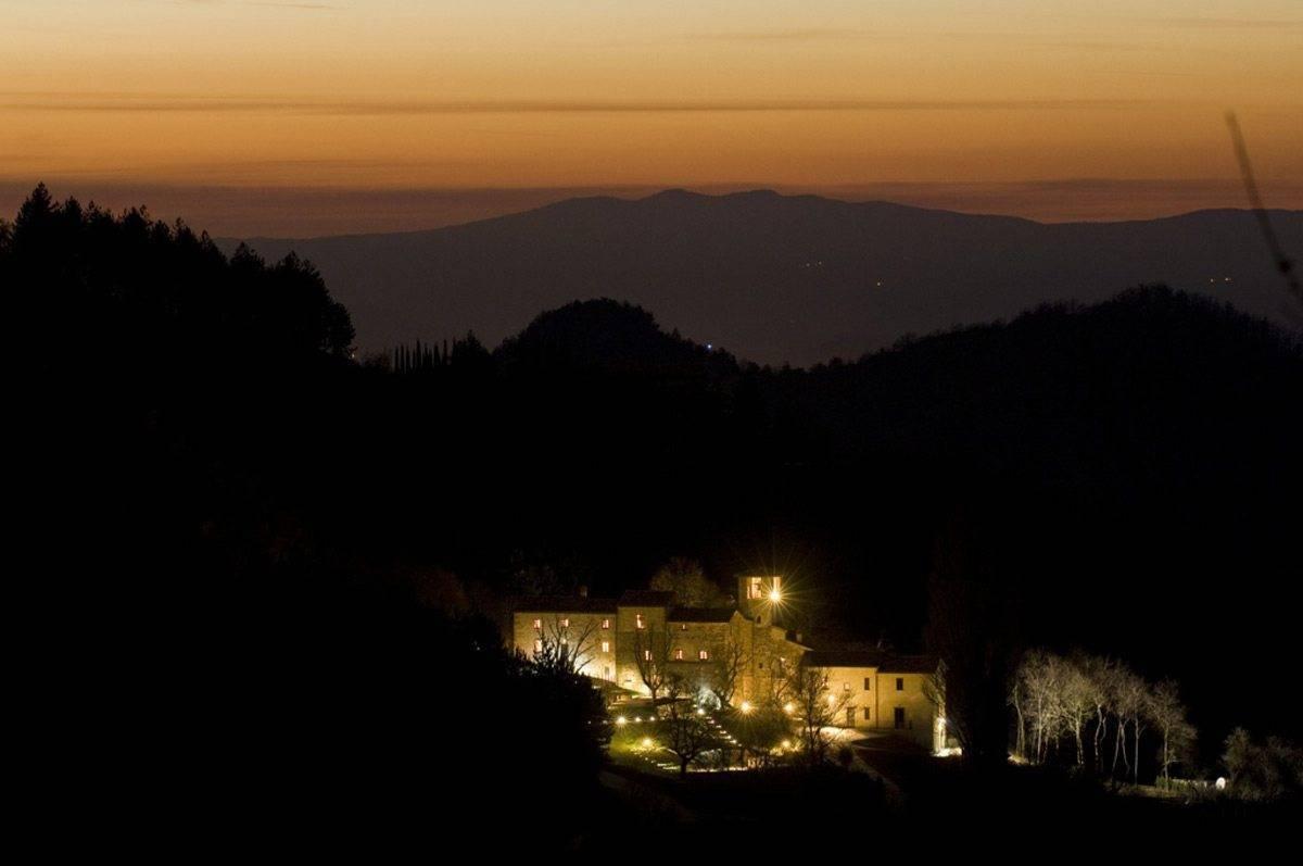 Abbazia-San-Faustino-at-night