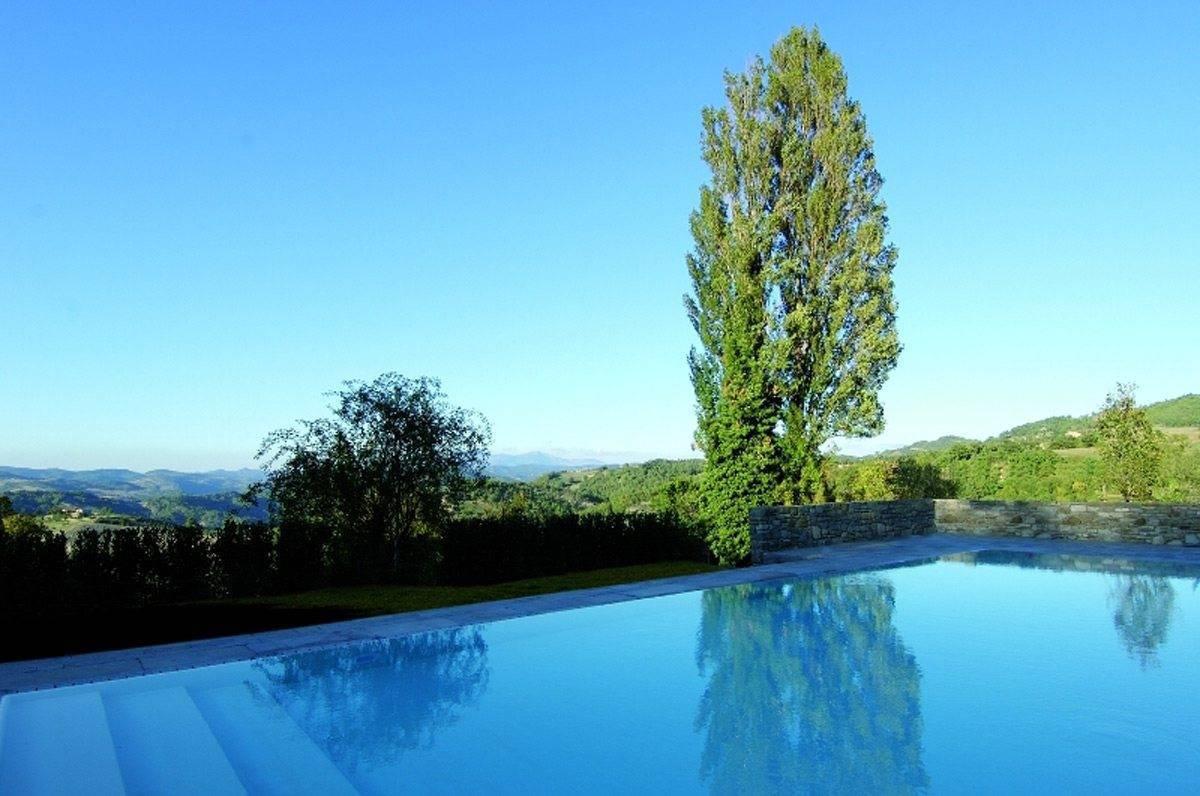 Heated infinity pool 1 - The Abbazia San Faustino – Gallery