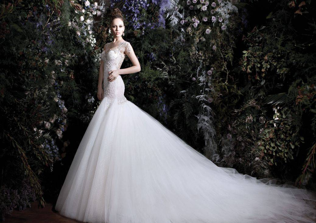 The dress needs to match the theme - go for it! Photo: Galia Lahav