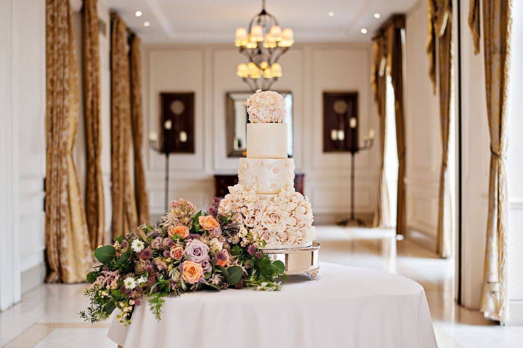 Stunning florals - bouquet and cake!