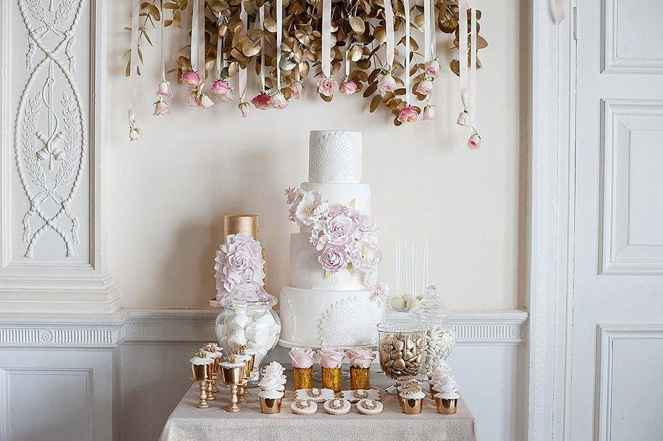 A touch of pink. Photo: Elizabeth's Cake Emporium