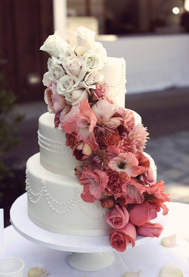 Ombre flowers are a stunning embellishment to a gorgeously detailed cake. Photo: Mango Studios. Cake: Bobette & Belle