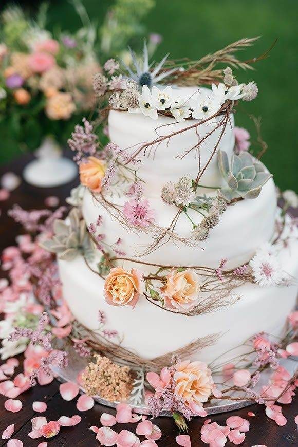 Boho chich wedding cake - Luxury Wedding Gallery