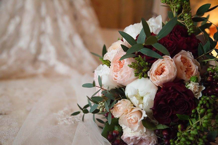 Bridal bouquet with English roses - Luxury Wedding Gallery