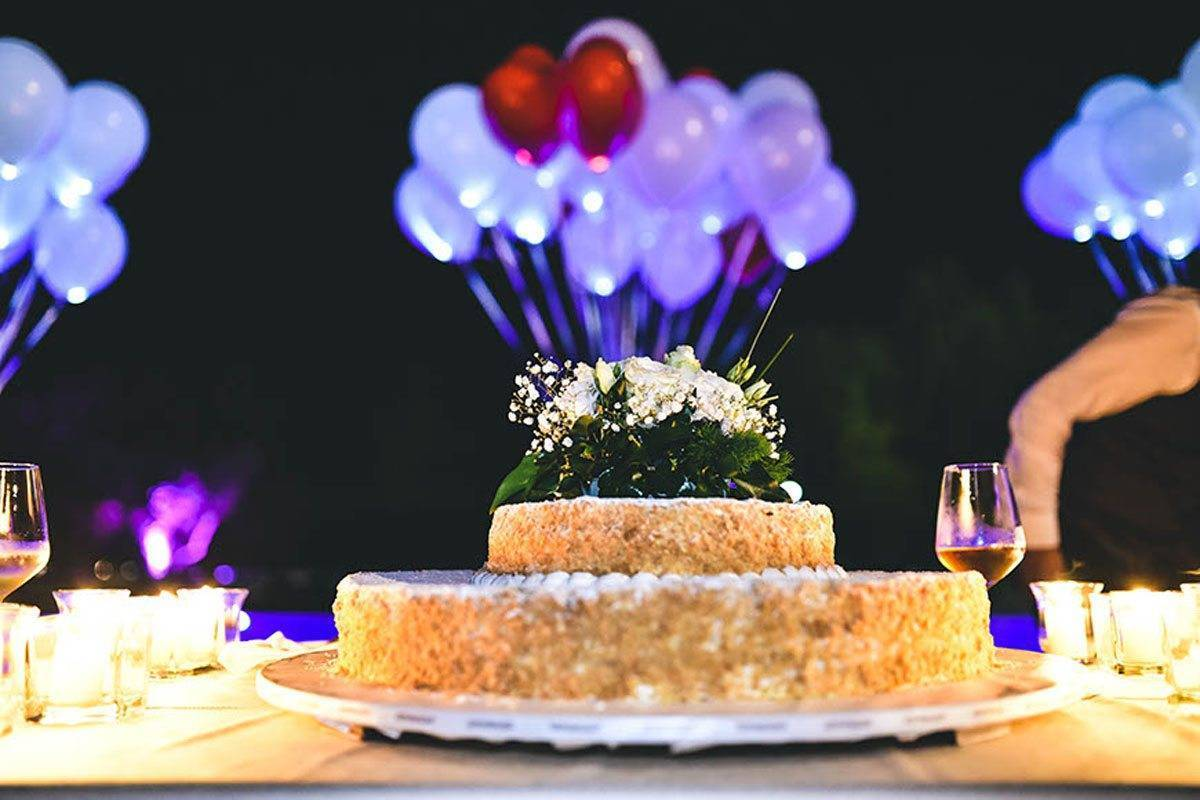 Festa PIscina taglio torta - Luxury Wedding Gallery