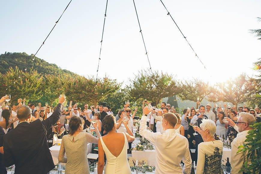 TOAST FESTOONLIGHTS HAPPYNESS COUNTRYWEDDING - Luxury Wedding Gallery