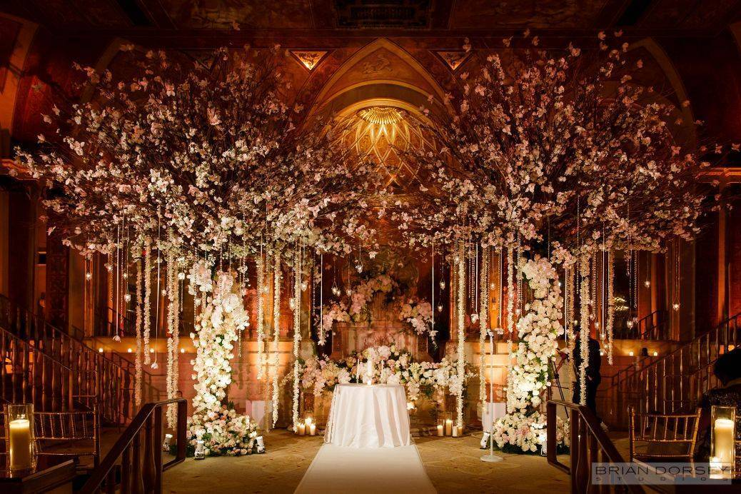 What a spectacular altar display! Photo: Tantawan Bloom