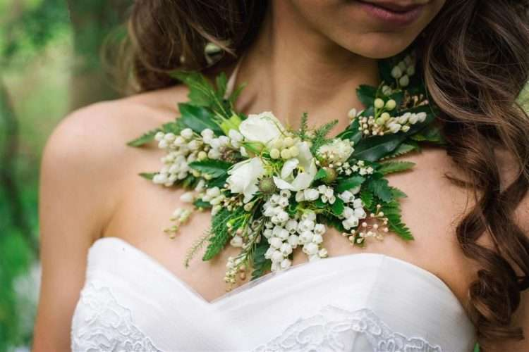 Why not accessorise with greenery? A fragrant floral greenery necklace is so pretty Photo: Chic Vintage Brides