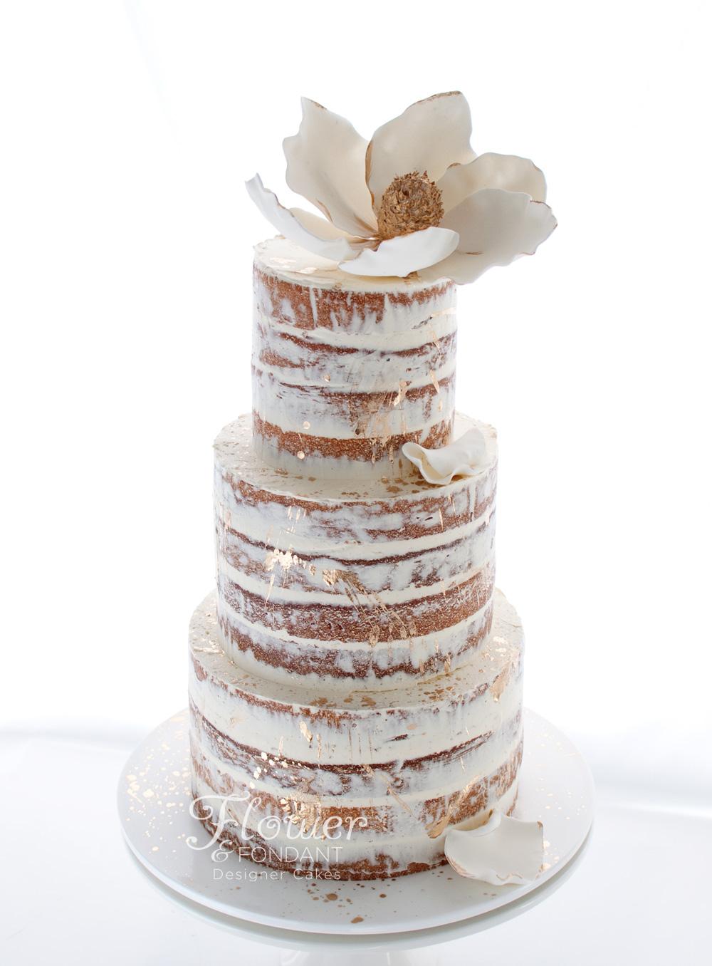 Elegant, chic... and sparkly! Photo: Flower & Fondant Designer Cakes