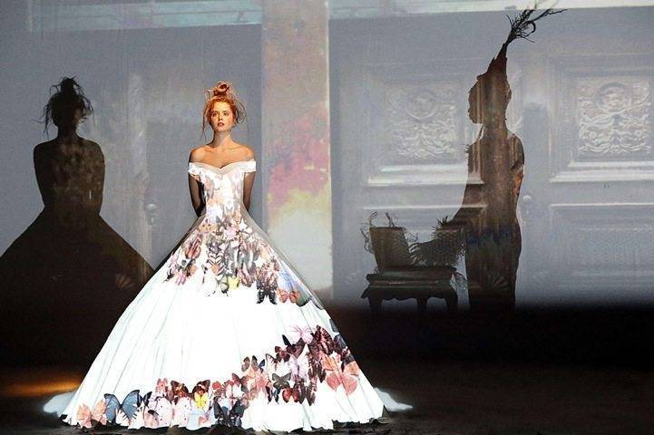 Bring your dress to life with a unique projection. And you can have as many designs as you like - no need to change dresses! Photo: My Modern Met