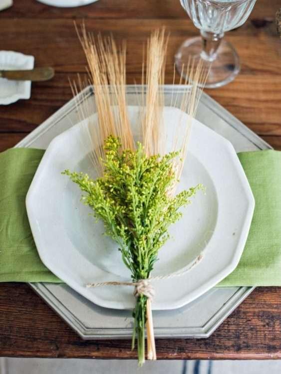 Natural grasses and wood make the vibrant green zing