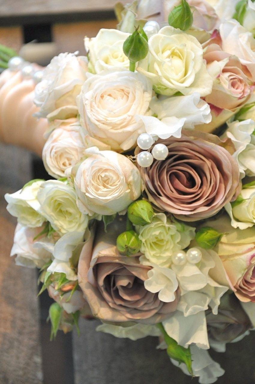 A dusky rose adds a boho vibe to a bouquet Photo: Green Parlour