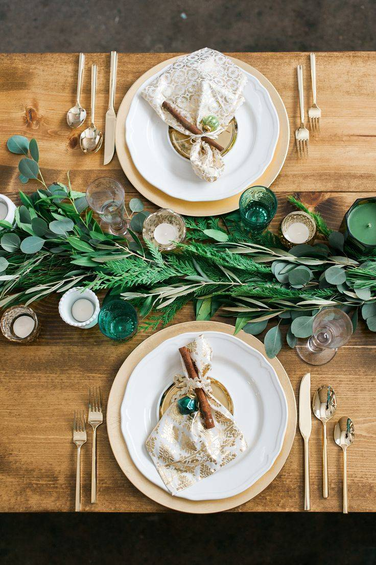 Add some brilliant gold to your greenery. And an eclectic mix of green glass accessorises the table perfectly Photo: Weddingomania