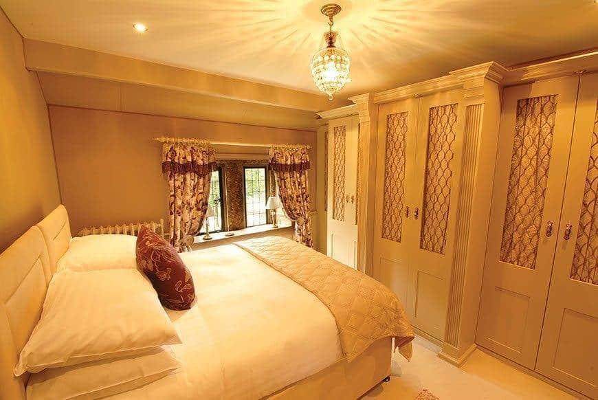Watts Chamber Bedroom - Luxury Wedding Gallery