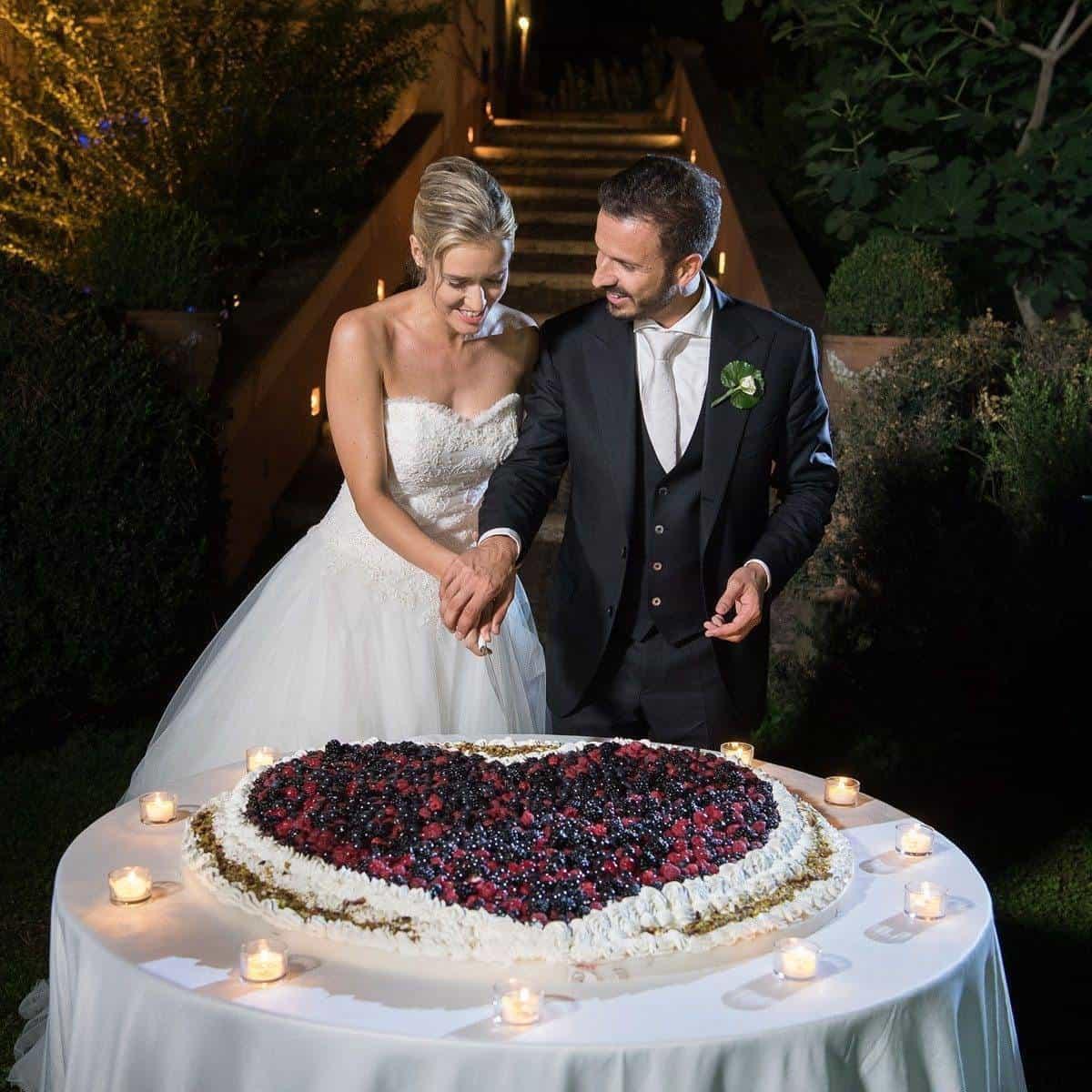 cake cut 1 - Luxury Wedding Gallery