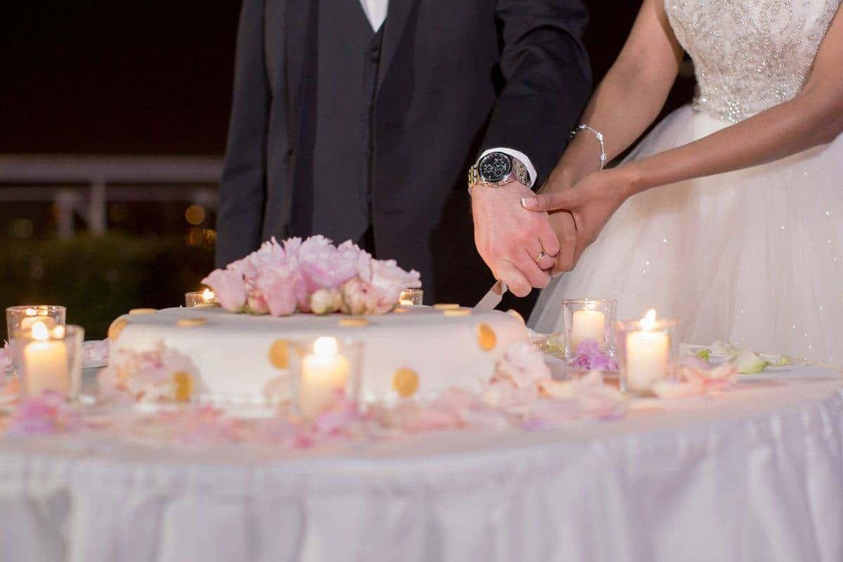 cake cut - Luxury Wedding Gallery
