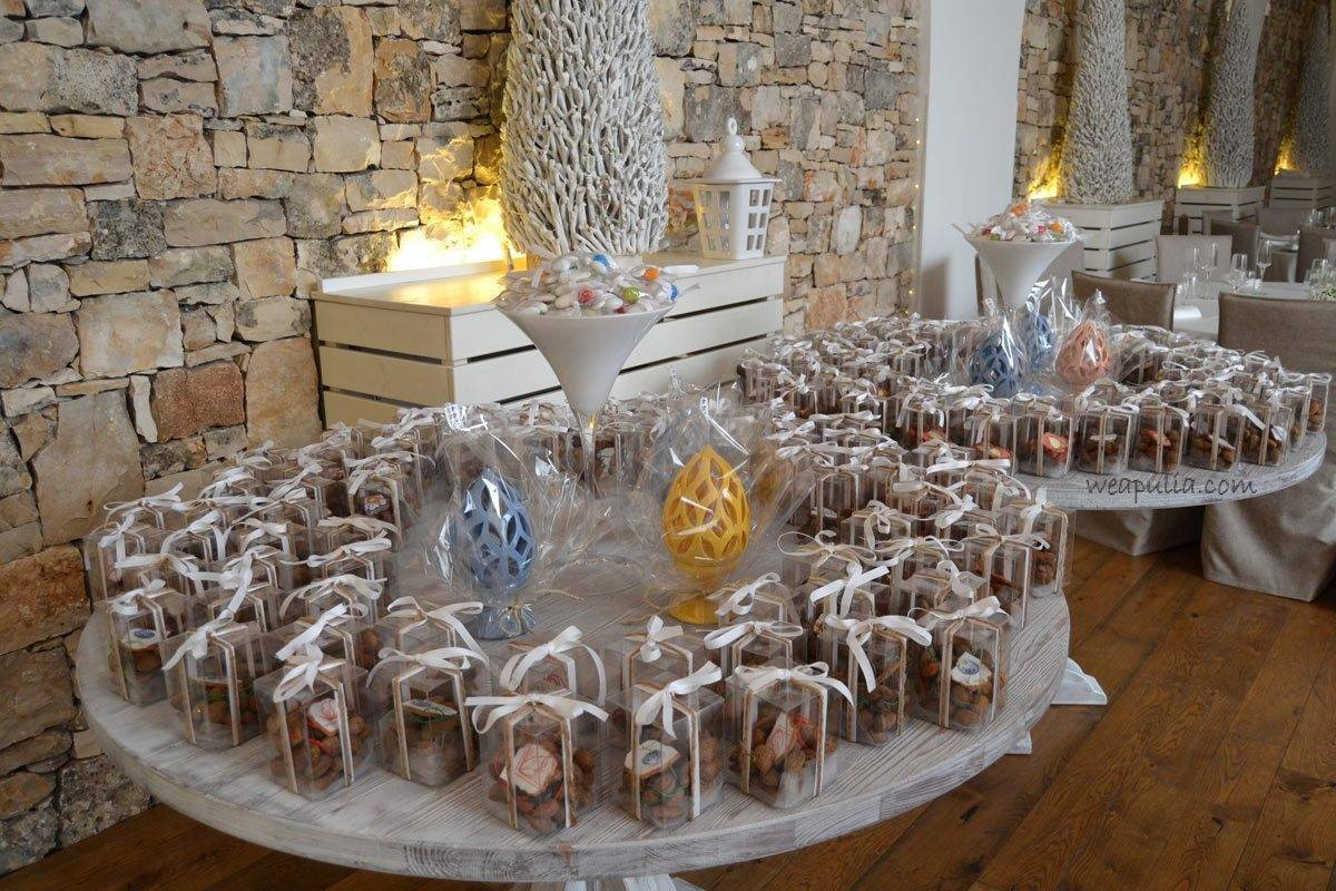 table of wedding gift for guests - Luxury Wedding Gallery