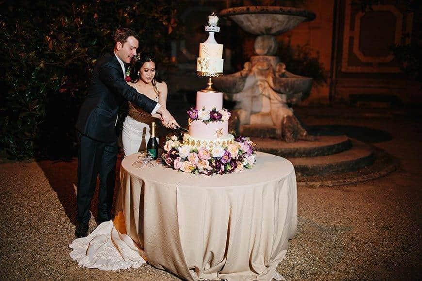 wedding cake cutting la fete - Luxury Wedding Gallery