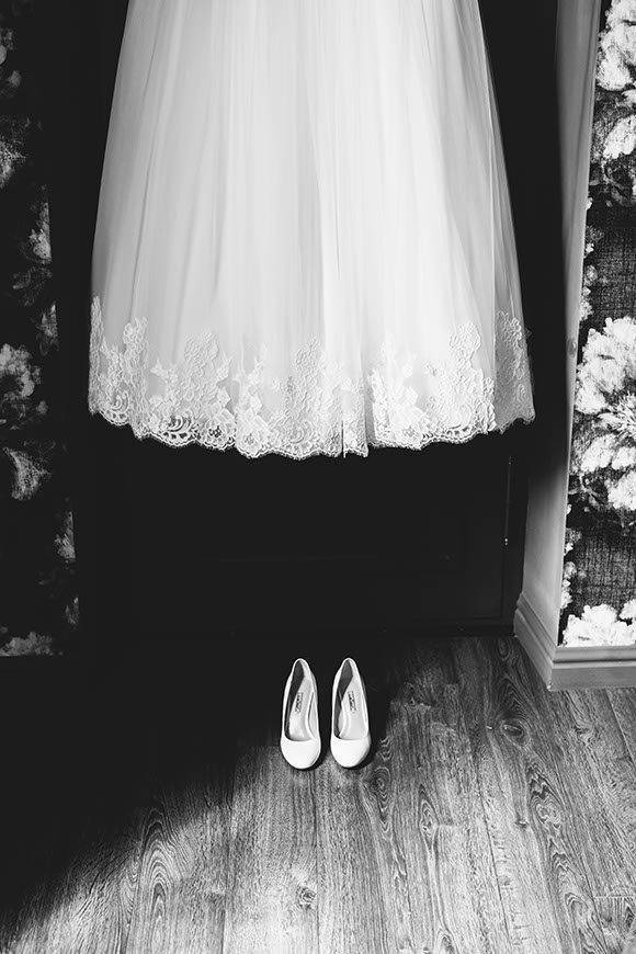 Bride dress and bridal shoes - Luxury Wedding Gallery