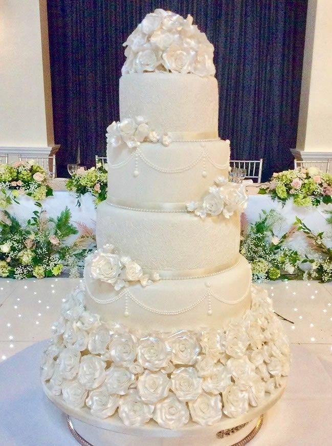 Frances Signature Cake - Luxury Wedding Gallery