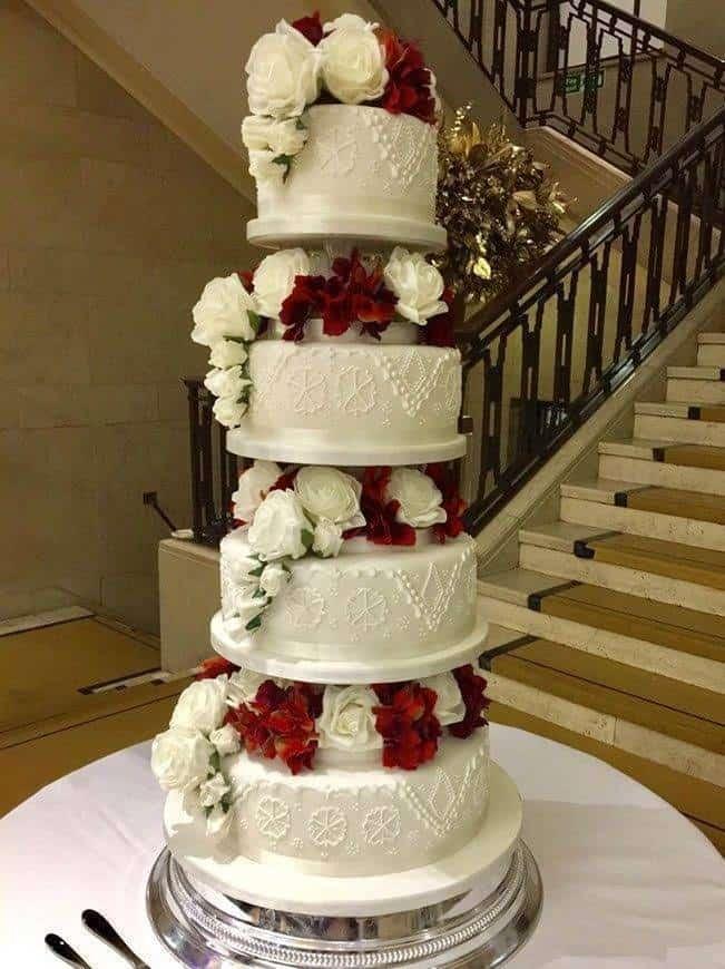 Traditional tierd wedding cake - Luxury Wedding Gallery