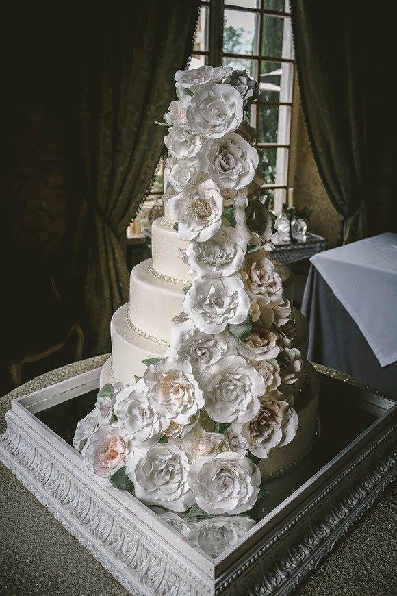Borgo Santo Pietro tuscan wedding cakes  - Luxury Wedding Gallery