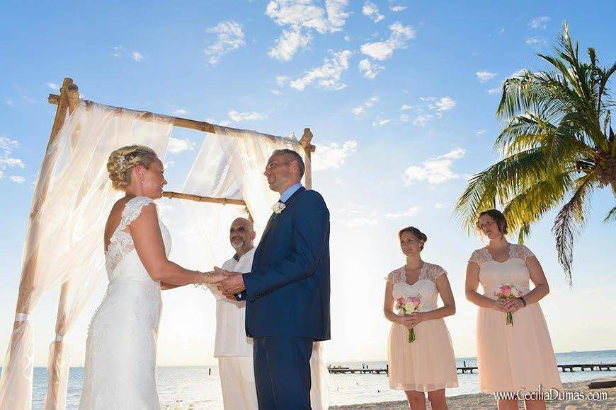 Sunhorse-Weddings-Beach-Arch-Ceremony-Isla-Mujeres