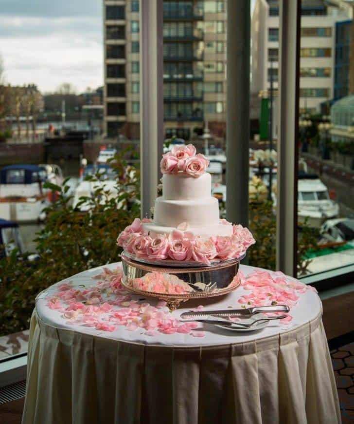 cake stand - Luxury Wedding Gallery