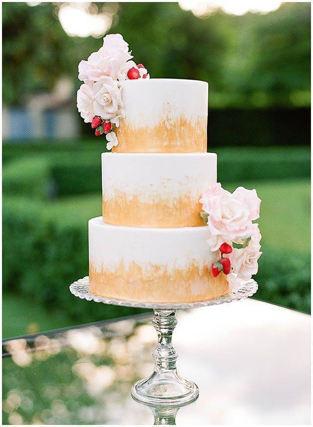 villa la vedetta natural hand painted tuscan wedding cakes  - Luxury Wedding Gallery