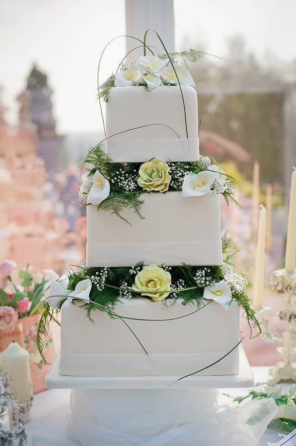 Garden Cake 1 1 - Luxury Wedding Gallery