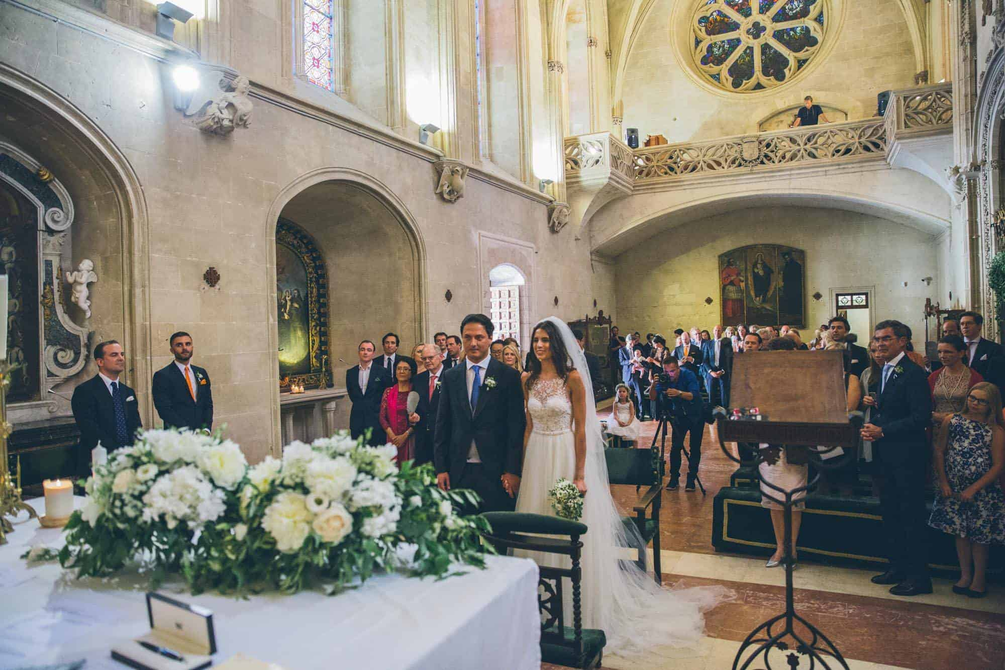 Married in Mallorca - the wedding service in a grand church